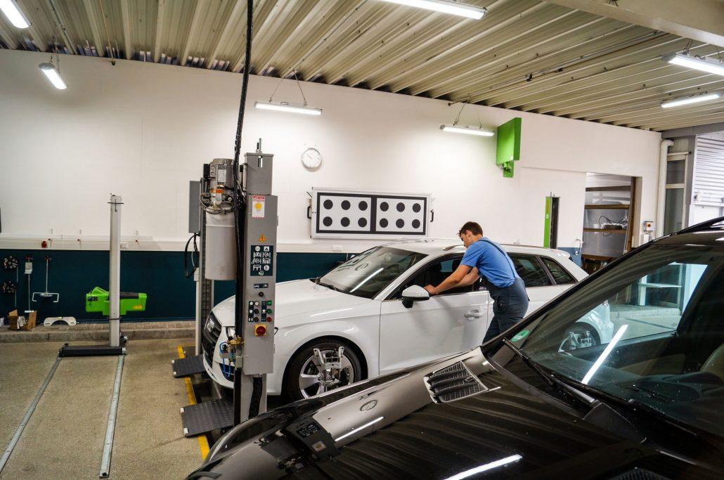 Fahrzeuge werden elektronisch vermessen
